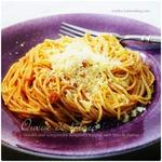 トマト&ゴルゴンゾーラのパスタ|バジルペーストのショートパスタにカボチャとナッツをトッピング