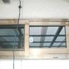 外壁切り抜き窓、取り付け1-4(ランマのアルミサッシ)