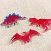 温度で色の変わる恐竜バッチ🦕