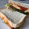 朝食に簡単!ボリューミー!タイのパンでサンドイッチ&大好きなグラノーラ♡