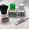 【初心者向け】接着剤の種類やそれぞれの特徴とガンプラで役にたつおすすめの接着剤を紹介!