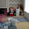 新生児のいるミニマリストの暮らし風景