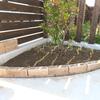 簡単DIY:コーナー花壇のレンガ積み