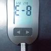 冷えてる血糖値測定器がE-8(エラー8)コタツの中で温めて