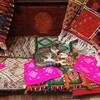 中年男性がモロッコはフェズの写真館でお写真を