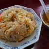 石川県能美市五間堂町にある香林で、ボリュームたっぷりの豚入り焼きめしと鶏の唐揚げ。