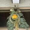 広島式(安芸)三連式注連飾りを飾りました。三連式+もう一連、この子(オカメインコちゃん)にも、、、