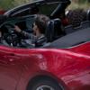 米国とカナダでもMX-5 2021年モデルが発表、ディープクリスタルブルーマイカに加えてグレーのソフトトップも設定。