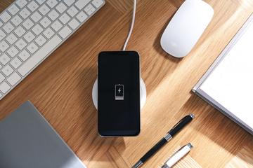 スマホ用ワイヤレス充電が超便利!LIBMOで販売中の対応機種は?