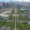 上海世紀公園から世紀大道の直線道をドローンで空撮