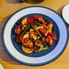 夏野菜と鶏ももの甘酢あんと朝突然食べたくなったシーフードヌードル