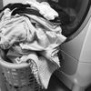 洗濯物を溜める妻 着る服が無い夫
