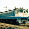 この1枚から 1980年代の新鶴見機関区・操重車倉線で佇むEF65 1070【1】