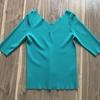 スプリングに濃いグリーンはおすすめ(服選びの方法)。