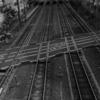 歩きスマホが原因か 踏切で電車にはねられ31歳女性死亡