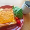 のせて焼くだけ!チェダーチーズで濃厚ハムチーズ【簡単トーストレシピ】