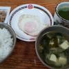 豆腐と若芽の味噌汁と玉子焼き