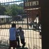子どもたちを分断する「柵」。そして僕と彼らの「見えない壁」