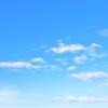 空は青い。