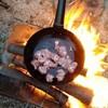 焚火とカレー。なぜ?アウトドアで食べる料理(外メシ)は美味しく感じる3つの理由。