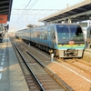 年末年始の多客期 5両編成の特急「南風」が多度津駅で