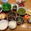実家飯!漬けマグロ、カサゴのから揚げ、イカ大根、めかぶ、おはぎ、塩むすび、みそ握り、玉子焼き、十六穀米、とろろ