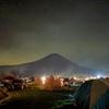 ふもとっぱらキャンプ場からファミリーマートまで行ってみた。夜景モードで富士山を撮影。(静岡県富士宮市麓)