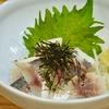 豊洲の「八千代」でアジ酢、おでん風煮物。