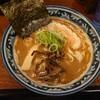 金沢市新保本にあるラーメン屋さん、一世風靡で魚介とんこつ大盛とライス