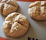 オートミール、スペルト小麦、ふすま(ブラン)の手ごねパン