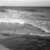 しぶきをあげる海