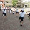 3年生:体育 日陰へ移動