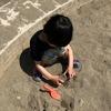 2歳の息子だっくん、砂遊びにハマる。親子で一緒に砂遊びを楽しむおもちゃを探してみました。