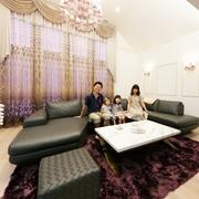 シャンデリアのあるLDKに家族が集うエレガントな二世帯住宅
