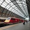 中年男性がロンドンから北に列車で3時間、Hullという街に出張に行く話