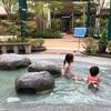 夏のマリノアは、親は買い物、子どもは水遊びができる両得スポット