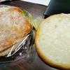 サワークリーム塗りすぎ、ベトベトのバーガーを食べながら、タイニュース。