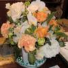 「花籠の送られきしや春の風」