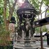 ヴァラスの給水泉 素朴、善意、質素、慈愛