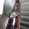 京都タワーの螺旋階段をのぼる