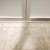 汚れが溜りやすい浴室のドアレールを掃除しやすくする工夫