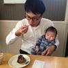 【日常】おやつ休憩で赤ちゃんを抱く