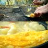 山の畑でふわふわが半減したスフレオムレツを作って食べる