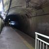 モグラ駅の美佐島駅を訪問した感想、開かない地下ホーム扉と無人駅とは思えない和室の巨大待合室に驚愕
