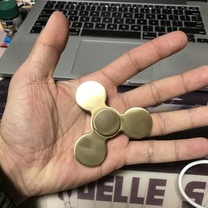 海外で流行ってるらしい、フィジェットトイ! ハンドスピナー! Zen Dial :TRIVIUM tri-spinner