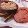 """おいしすぎるチェコ名物 """"beef tartar""""  ビーフタルタルをお肉屋さんで食べてきました。"""