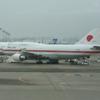 マジか?羽田に政府専用機が2機駐機中。ナウっ!!!訂正 きくところによると2機ワンセットで飛ぶようDES。灰。