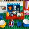 【2歳10ヶ月】レゴデュプロに普通のレゴを組み合わせて遊ぶ