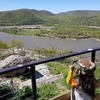 ハドソン川を見下ろす崖の上の展望スポット