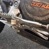 オフロードバイクのブレーキペダルが折れた話する?